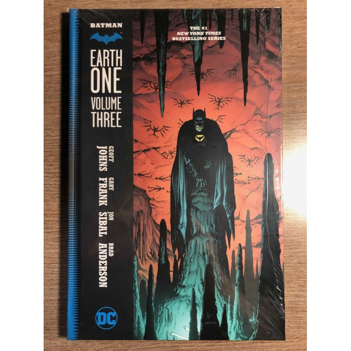BATMAN EARTH ONE VOLUME 03 HC - GEOFF JOHNS GARY FRANK - DC COMICS (2021)
