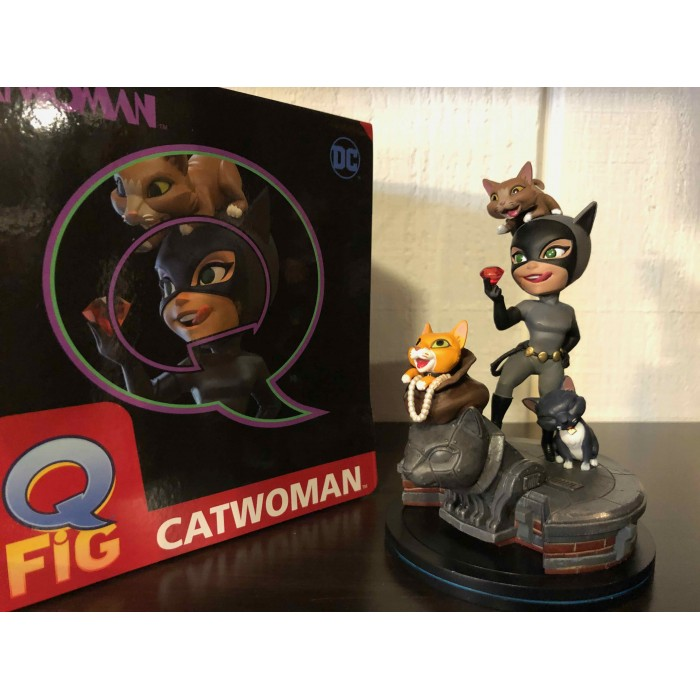 BATMAN ANIMATED CATWOMAN Q-FIG ELITE DIORAMA FIGURINE